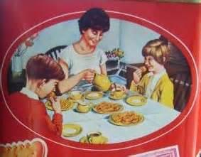 Gambaran Suasana Di Meja Makan Jaman Dulu